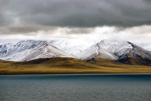 Choáng ngợp trước 10 hồ nước đẹp tuyệt nằm trên đỉnh núi