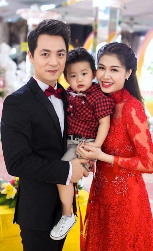 Hiện tại Đăng Khôi đang có cuộc sống hết sức viên mãn cùng vợ và con trai tại ngôi biệt thự của mình. - Tin sao Viet - Tin tuc sao Viet - Scandal sao Viet - Tin tuc cua Sao - Tin cua Sao