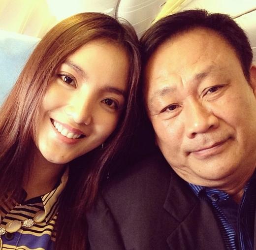 Còn bố cô là một trong những người giàu có xếp hạng cao ở Việt Nam. - Tin sao Viet - Tin tuc sao Viet - Scandal sao Viet - Tin tuc cua Sao - Tin cua Sao
