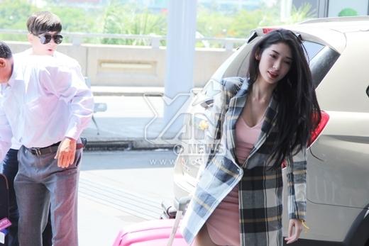 Thủy Tiên diện mốt áo ngủ ra sân bay - Tin sao Viet - Tin tuc sao Viet - Scandal sao Viet - Tin tuc cua Sao - Tin cua Sao