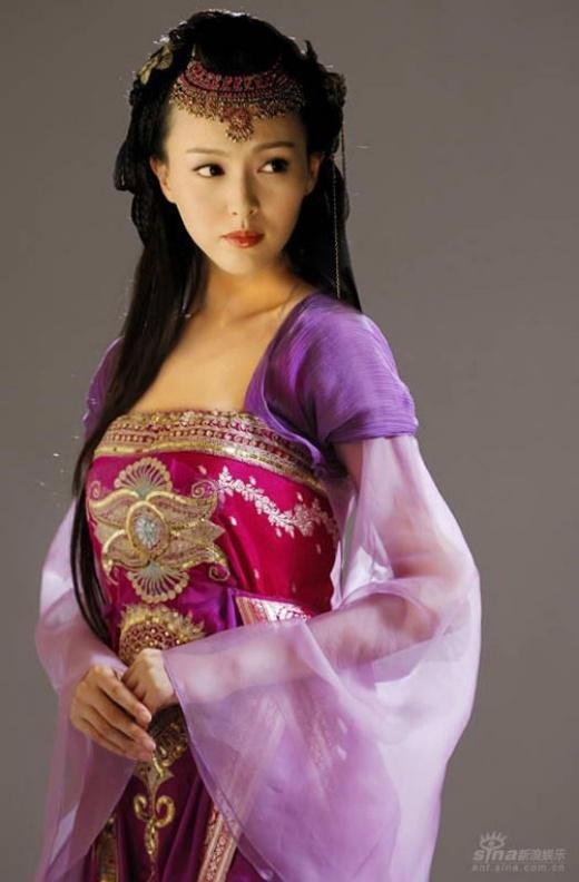 Trong Tiên Kiếm Kỳ Hiệp 3, Đường Yên hóa thân thành Tử Huyên - hậu nhân của Nữ Oa. Tạo hình của cô nàng vô cùng xinh đẹp, thanh cao. Nhờ vai này, cô còn được khen là Tân tứ đại giai nhân cổ trang của Trung Hoa.