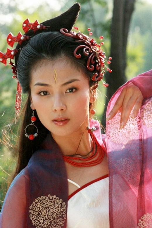 Trong Bảo Liên Đăng Tiền Truyện, Lưu Đào thể hiện vai diễn tiên nữ Dao Cơ. Không trang phục trắng tinh khôi, Lưu Đào vẫn đẹp nổi bật.