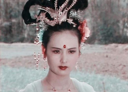 Đã có nhiều nữ diễn viên đóng vai Hằng Nga tiên tử, nhưng đến giờ vai diễn do Khâu Bội Ninh đóng trong Tây Du Ký 1986 vẫn được coi là tuyệt sắc. Vẻ đẹp thanh cao, dịu dàng và điệu múa thướt tha đã khiến Hằng Nga dù chỉ xuất hiện thoáng qua cũng để lại ấn tượng sâu đậm.