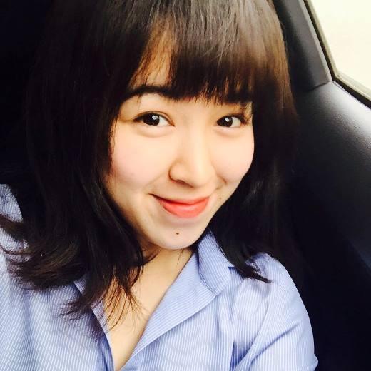 Cô còn được biết đến là em gái của MC Diệp Chi.