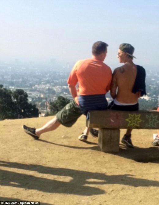 Justin Bieber thản nhiên tâm sự chuyện đời với người lạ