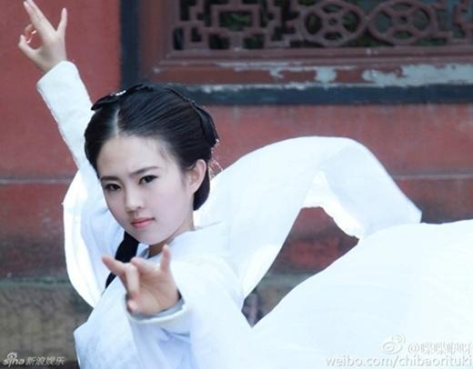 Ngỡ ngàng vì Tân Tiểu Long Nữ đẹp y đúc Lưu Diệc Phi
