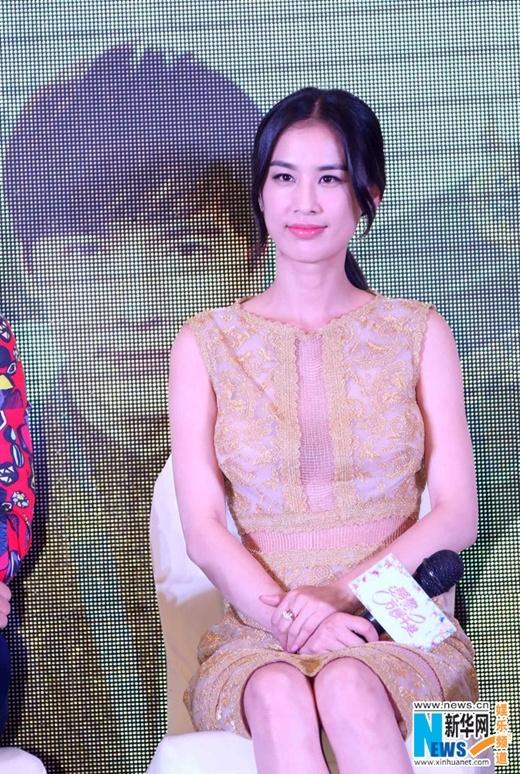 Sau scandal đóng kịch ngất xỉu, Huỳnh Thánh Y vô tư hớn hở dự sự kiện