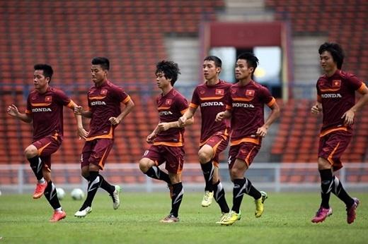 Công Vinh truyền bí kíp đánh bại U23 Malaysia cho Công Phượng và đồng đội