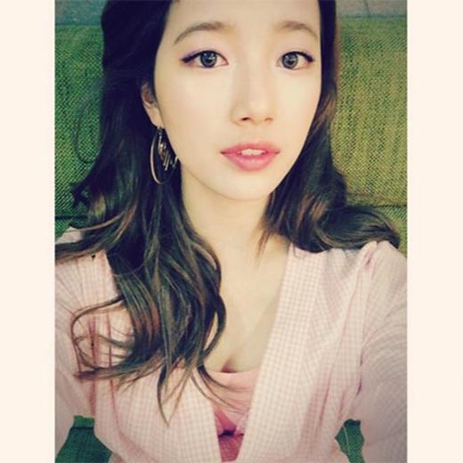 Dù bận yêu Lee Min Ho nhưng Suzy vẫn không quên khoe ảnh nhá hàng cho lần trở lại hoành tráng sắp tới của Miss A bằng bức ành vô cùng quyến rũ.