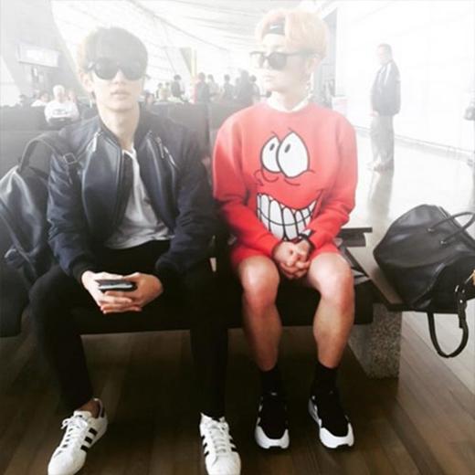Trước khi lên đường sang Việt Nam, Key (SHINee) không quên chụp bức ảnh kỷ niệm cùng Minho: Mình biết cậu không có đến bữa tiệc của nhà mình đấy.