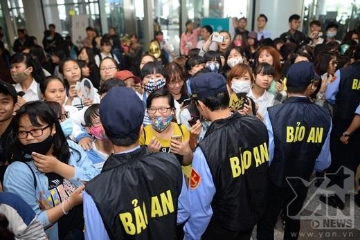 Lực lượng an ninh tại sân bay cũng được thắt chặt cao.