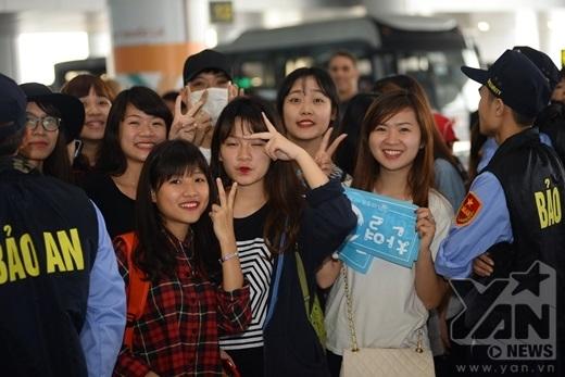 Fan Việt xếp hàng dài chờ SHINee, EXO, A Pink xuất hiện