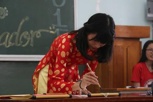 Viết Thư pháp của thí sinh Phan Thị Hồng Liên.