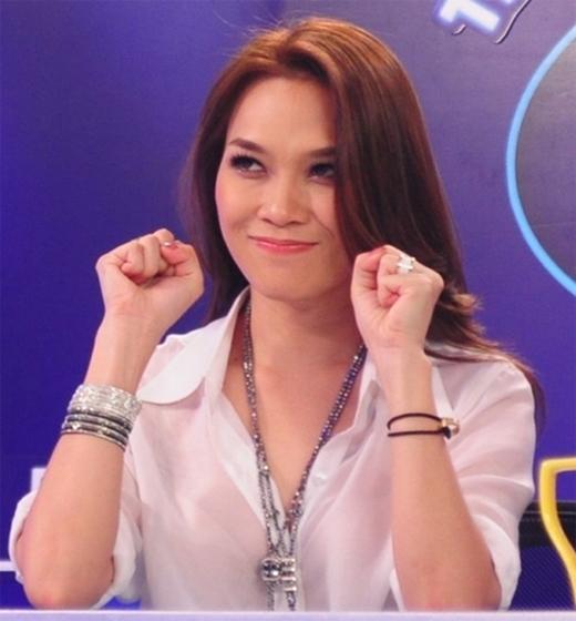Khi đảm nhận vị trí giám khảo của Vietnam Idol, nữ ca sĩ đặc biệt rất được yêu thích khi có những biểu cảm rất đa dạng và dễ thương. - Tin sao Viet - Tin tuc sao Viet - Scandal sao Viet - Tin tuc cua Sao - Tin cua Sao