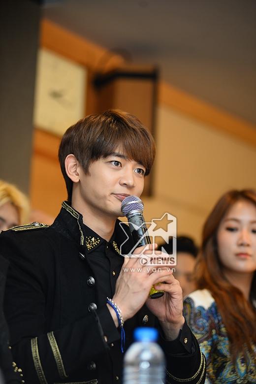 Cận cảnh vẻ điển trai của các nam thần SHINee, EXO