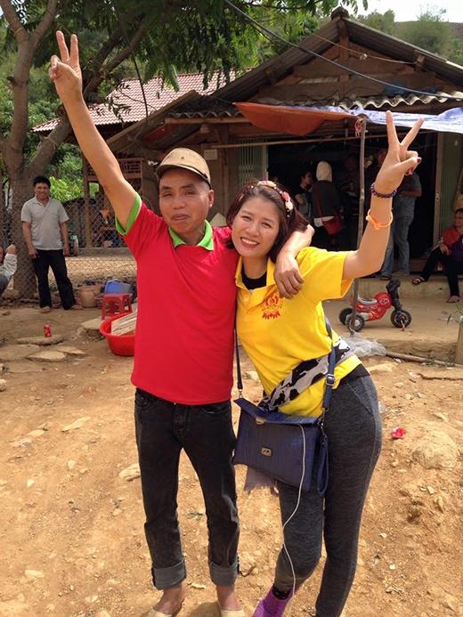 Tiếp tục trở lại với những hoạt động ý nghĩa, Trang Trần một lần nữa ghi điểm với khán giả bởi tấm lòng nhân ái của mình. Từ thiện có thể được xem là một trong những việc làm yêu thích của cô, và Trang Khàn luôn cảm thấy hạnh phúc khi được giúp đỡ những hoàn cảnh khốn khó. Đây là một trong những lí do dù không hoạt động nghệ thuật sôi nổi, nhưng nữ diễn viên Hương Ga vẫn chiếm trọn tình cảm của khán giả dành cho mình.