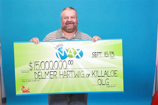 Người đàn ông 51 tuổi đến từ Canada đã may mắn trúng số với giải thưởng 15 triệu USD. Khác với suy nghĩ của nhiều người, ông đã không đến nhận thưởng ngay mà tiếp tục đi săn với bạn như bình thường.
