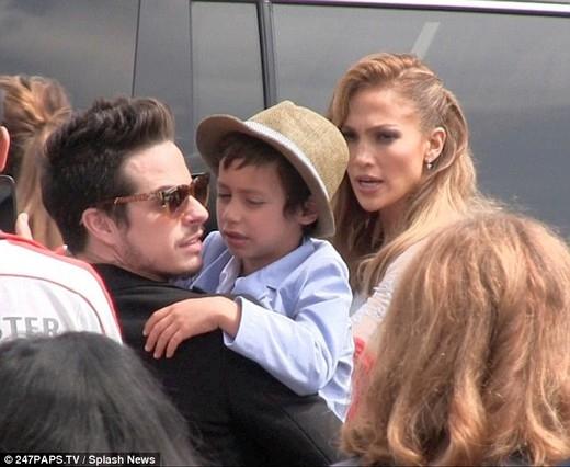 Jennifer Lopez bị tố dàn cảnh chia tay để tạo sự chú ý