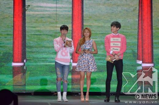 3 MC của chương trình Onew, Bora, Chanyeol.
