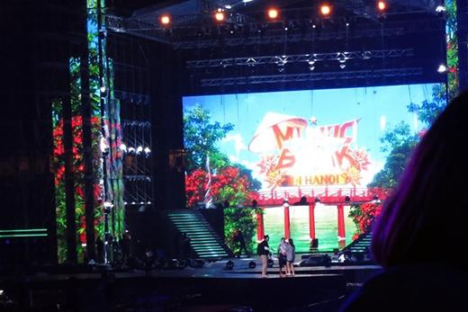 Sân khấu của Music Bank 2015 được thiết kế hoành tráng.