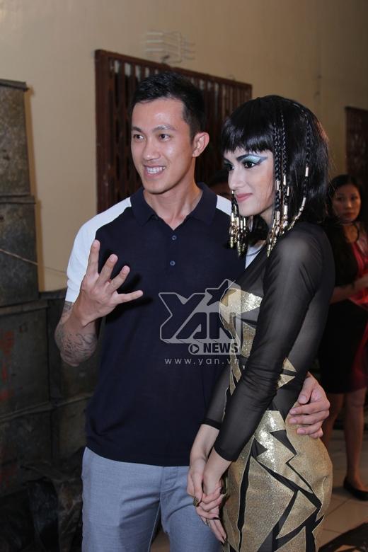 Nữ hoàng Ai Cập Hương Giang đối đầu cô gái dân tộc Chi Pu - Tin sao Viet - Tin tuc sao Viet - Scandal sao Viet - Tin tuc cua Sao - Tin cua Sao