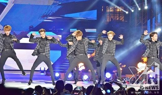EXO xuất hiện cực kỳ mạnh mẽ và ấn tượng với Overdose.