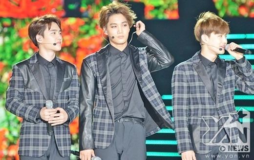 Người hâm mộ không khỏi sung sướng khi nghe Baekhuyn hỏi liệu fan Việt có muốn một concert của nhóm trong tương lai và hy vọng các bạn sẽ chờ đón sự quay trở lại của EXO.