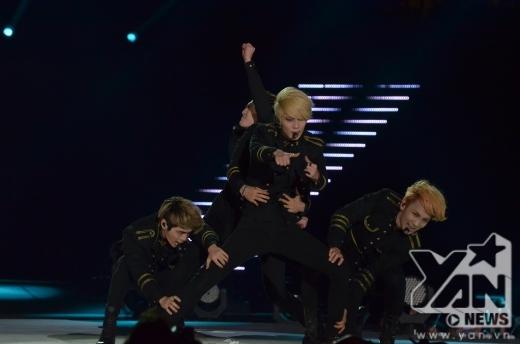 SHINee luôn trình diễn với 200% với các tiết mục hát và vũ đạo hoàn hảo.