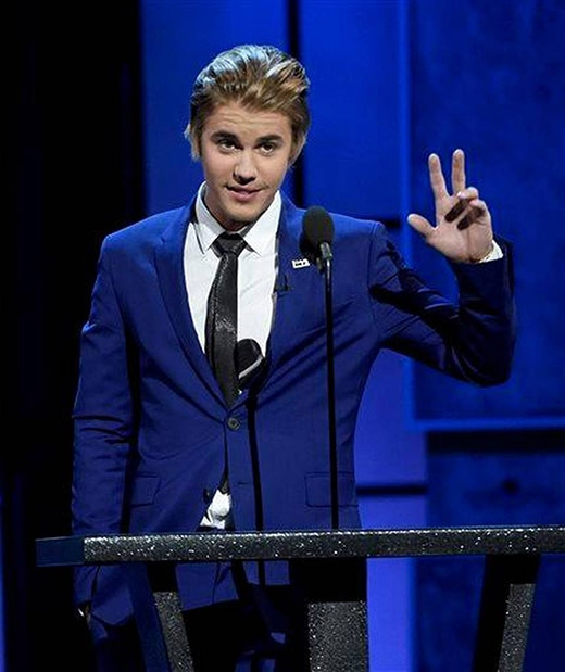 Justin Bieber trên sân khấu chương trình Comedy Central