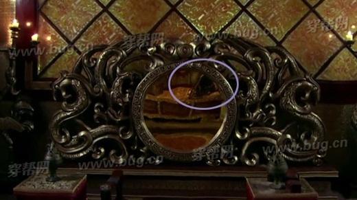Gương chiếu hậu phản chiếu dụng cụ quay phim
