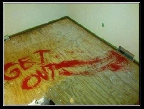 Bạn sẽ không muốn dọn vào một căn nhà mới nếu gặp phải một lời nhắn để lại đáng sợ thế này.