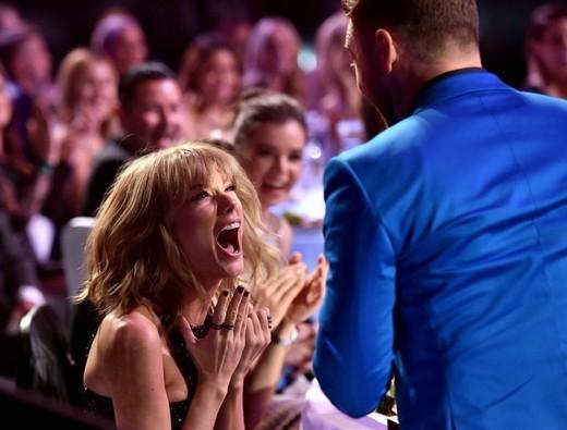 Taylor Swift phản ứng điên loạn khi giành chiến thắng