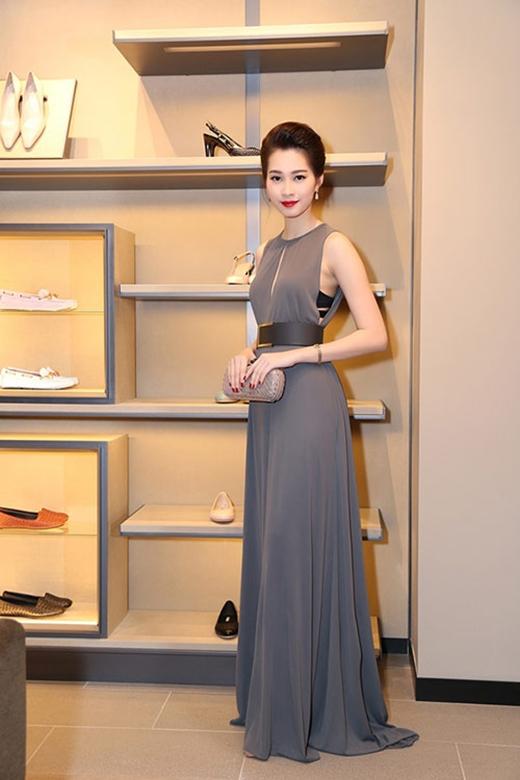 Hoa hậu Đặng Thu Thảo hở táo bạo dẫn đầu top sao mặc đẹp