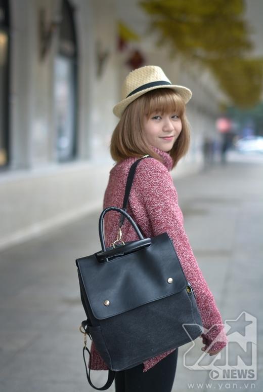 Thay vì mũ len thường thấy, một chiết mũ luffy cũng sẽ tạo thêm điểm nhấn cho bộ trang phục của bạn đấy.