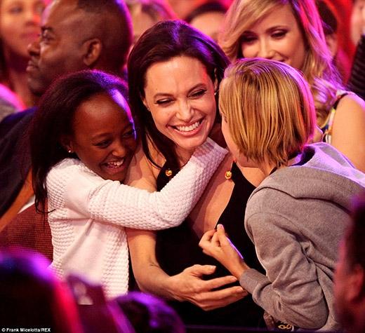 Cư dân mạng đã thật sự vui lây với tình cảm gia đình ấm áp của nữ diễn viên