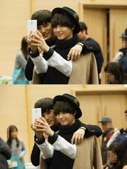 Dù là thành viên của hai nhóm khác nhau, nhưng Kai và Taemin luôn thân mật ngay khi gặp nhau, bất kể là trên sân khấu hay đằng sau hậu trường.