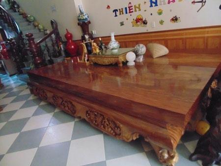 Chiếc sập gỗ với trị giá trên 200 triệu đồng.