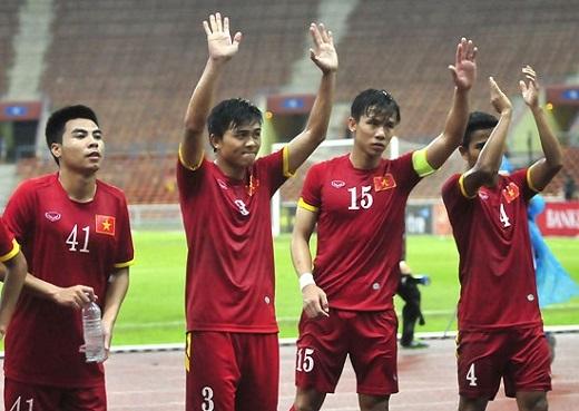Những chiến binh của Olympic Việt Nam cảm ơn sự cổ vũ của khán giả – nguồn động lực giúp họ thi đấu hơn 100% sức lực.