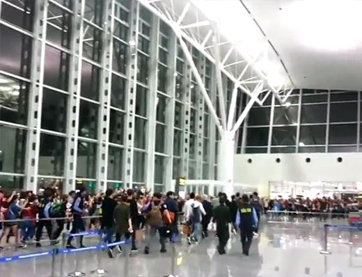 Fan Việt đến sân bay tạm biệt EXO