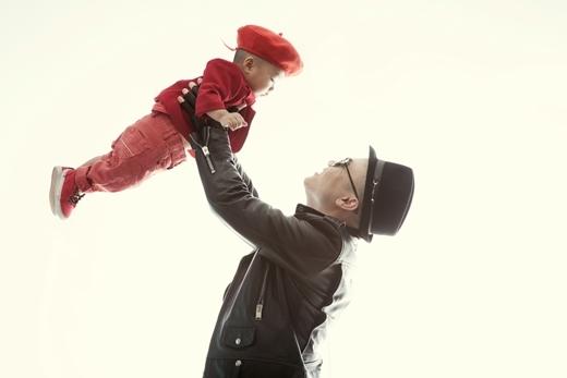Đỗ Mạnh Cường rất cưng chiều cậu con trai nuôi của mình.
