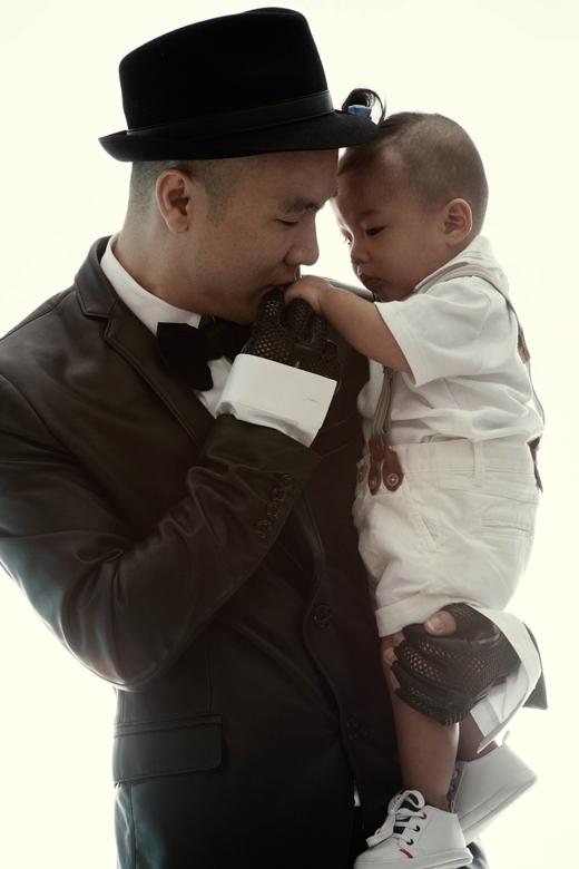 Đỗ Mạnh Cường hiện rất hạnh phúc bên cậu con trai cưng.