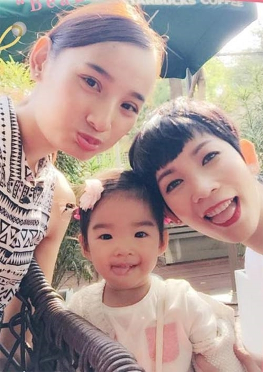 Hai mẹ con Xuân Lan đến dự đám cưới Lê Thúy. - Tin sao Viet - Tin tuc sao Viet - Scandal sao Viet - Tin tuc cua Sao - Tin cua Sao
