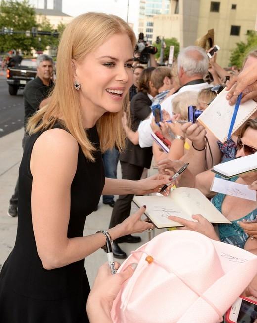 Những sao Hollywood thuận tay trái quyến rũ nhất thế giới