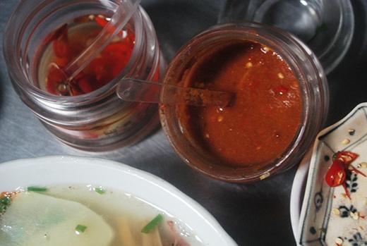 Giấy ăn, tương ớt... bẩn ở hàng quán có thể gây ung thư hoặc phá huỷ nội tạng