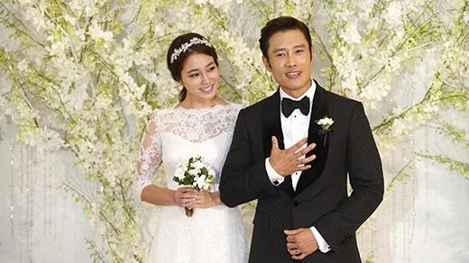 Vợ chồng Lee Byung Hun hạnh phúc đón con trai đầu lòng