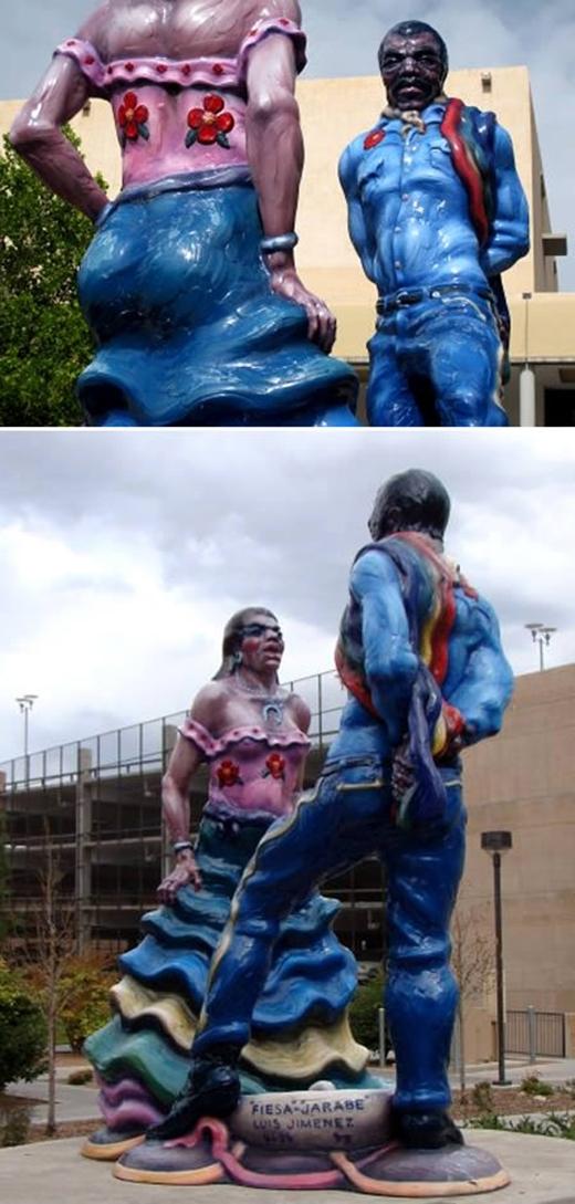 Bức tượng cặp đôi vũ công của tác giả Luis Jimenez dựng tại Đại học New Mexico. Rất nhiều người đã phàn nàn về độ xấu của nó.