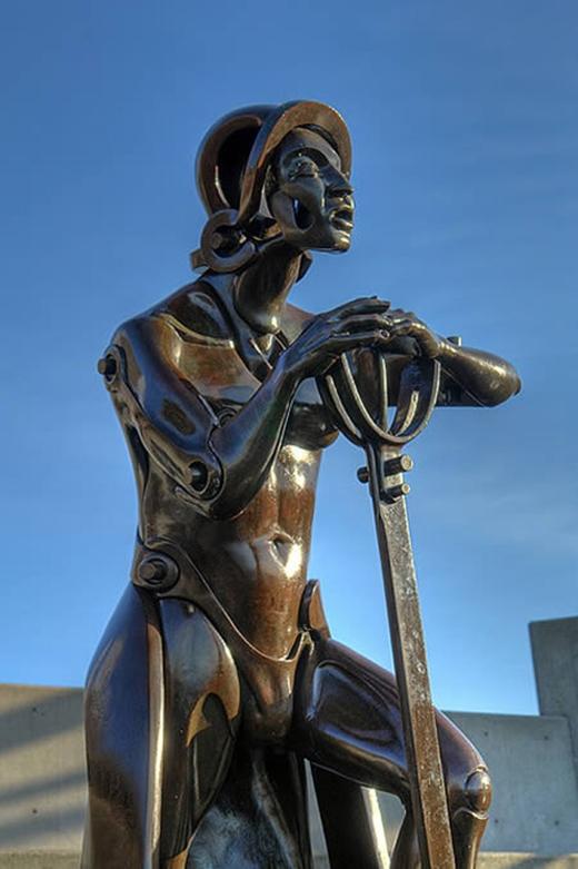 Bức tượng tạc chân dung của Christopher Columbus với khuôn mặt khó hiểu được đặt gần Viện hải dương học Seattle, Mỹ.