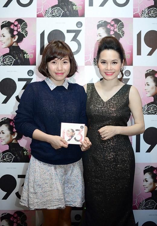 Thùy Chi (trái) cùng Đoàn Thúy Trang