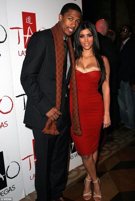 """Trong một bài phỏng vấn với Howard Stern, chàng MC Nick Cannon đã tiết lộ rằng anh bỏ rơiKim Kardashian bởi vì cô phủ nhận không có clip nóng với rapper Jay J.Nick. Anh cho biết: """"Tôi đã rất thất vọng khi phát hiện ra cô ấy nói dối. Kim là một người tốt và tôi đã nghĩ có thể lập gia đình với cô ấy. Tôi đã hỏi cô ấy rất nhiều lần bởi tôi nghĩ đó là chuyện trong quá khứ, nếu có thật thì tôi vẫn tha thứ và bỏ qua cho cô ấy, nhưng những gì tôi nhận được là một lời nói dối trắng trợn."""""""