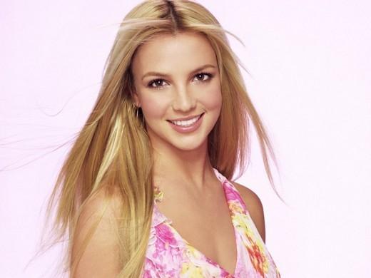 """Trong thời gian hẹn hò với Justin Timberlake, nhằm để giữ hình tượng """"công chúa nhạc pop"""" Britney Spears khẳng định cô là trinh nữ và nói với báo chí rằng cô sẽ cứ như vậy đợi cho đến khi kết hôn. Sau khi chia tay,Justin Timberlaketiết lộ trong một bài phỏng vấn rằng Britney thực ra chẳng phải là trinh nữ gì cả. Hai người đã quan hệ với nhau trong suốt khoảng thời gian hẹn hò. Ngay lập tức,Britney đã phải thú nhận sự thật với tạp chí W ."""